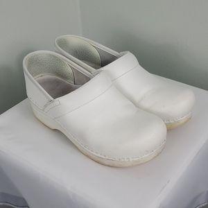 Dansko Professional White Box Leather Clogs Size 8